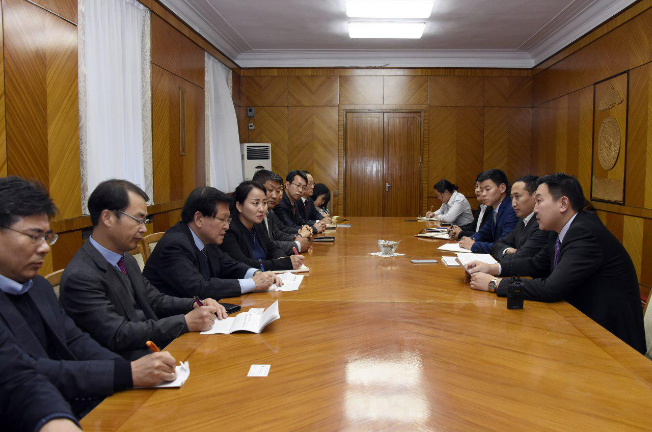 Хоёр улсын нийгмийн халамжийн бодлогын чиглэлээр харилцан санал солилцлоо